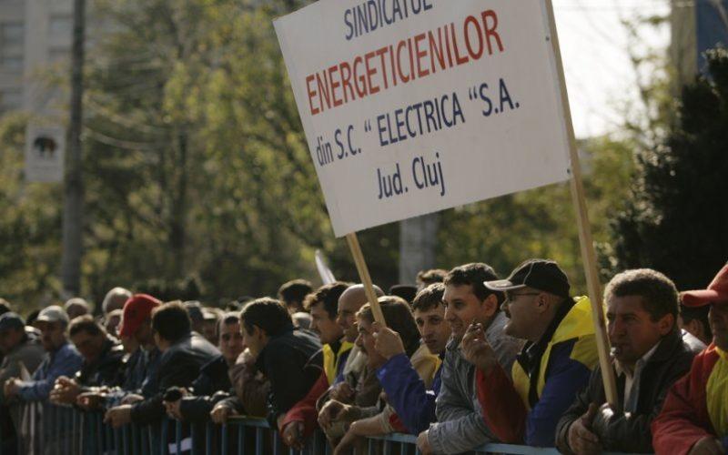 """Bistrițenii de la Electrica au protestat la Cluj. """" Gâsca cu ouă de aur nu are bani de salarii"""" s-a scandat la miting"""