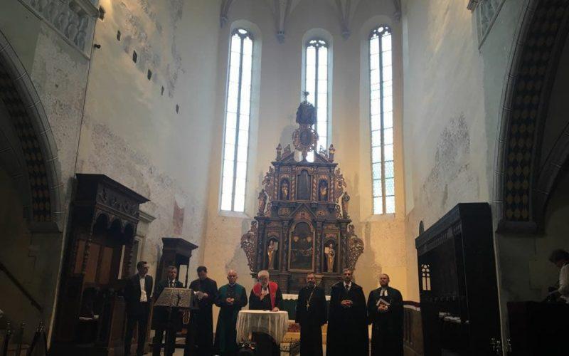 Rugaciune pentru inima Bistriței. Preoți ai tuturor confesiunilor din oraș s-au rugat împreună la un deceniu de la incendiul care a mistuit Turnul