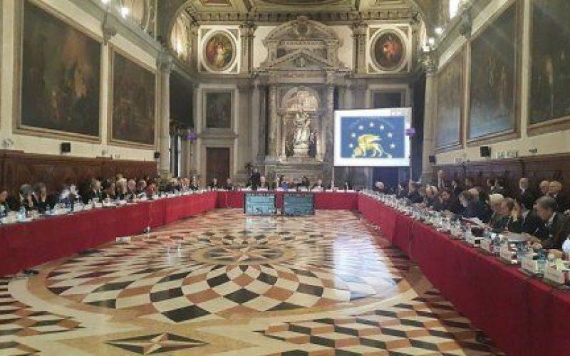 """Augustin Zegrean: """"dacă mai vrem să facem parte din Europa, obligatoriu trebuie să ținem cont de observațiile Comisiei de la Veneția"""""""