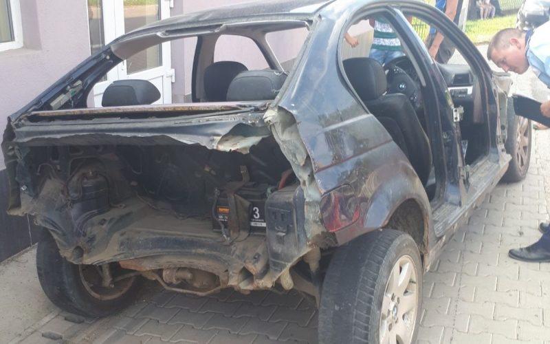 Inconștiență fără margini: a condus fără permis scheletul unei mașini și a băgat în spital o copilă de 13 ani