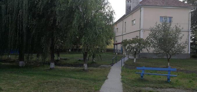 Ce s-ar putea face cu o clădire de școală perfect funcțională dar abandonată?
