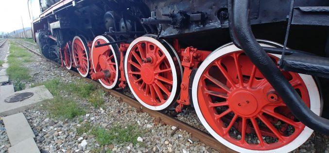 Locomotiva de muzeu își ocupă sâmbătă definitiv locul din apropierea Gării Bistrița