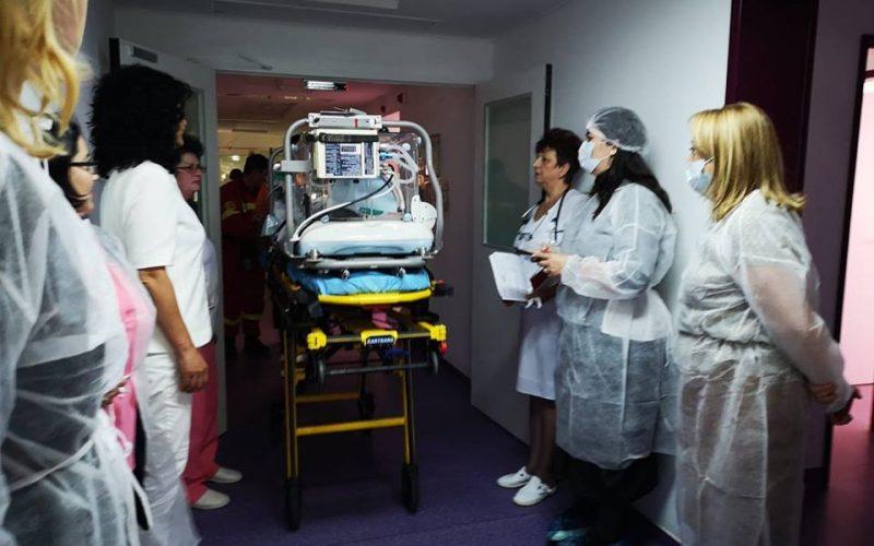 """Donație salvatoare: un aparat de ventilație de ultimă generație adus la Bistrița de """"Salvați Copiii"""" folosit deja  pentru un micuț de 900 grame"""
