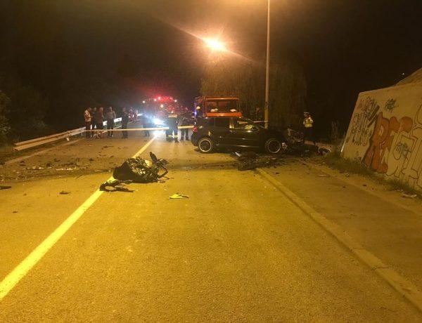 Accident teribil în zona Dedeman: un tânăr de 20 a intrat cu mașina direct în stâlpul pasarelei. Același în care și-au găsit sfârșitul alți doi șoferi